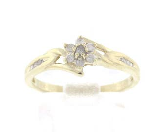 Elegant 10K Yellow Gold 0.15 CTW Floral Diamond Cluster Ring - 6 3/4