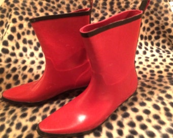 Rare Vintage  1980s Nomad Brand Red Vinyl.. Black Trim.. Pointy Toed.. Kitten Heeled.. RainBoots Mod New Wave Punk