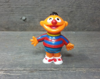 Vintage happy Ernie waving Muppet from Sesame Street 90's figurine pvc plastic figure Kermit Big Bird Cookie Monster Elmo Bert Ernie