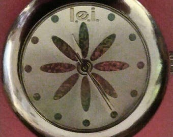 Ladies vintage l.e.i. watch silver tone w reflective color changing flower on dial. Flower is predominantly pink w/orange.