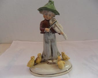 1 figurine, violinist with chicks in China