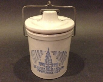 Vintage Bicentennial Independence Hall Gray Glazed Stoneware Cheese Crock with Lid Kaukauna Klub Made in Wisconsin
