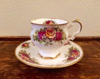 Elizabethan English Garden Teacup/Saucer