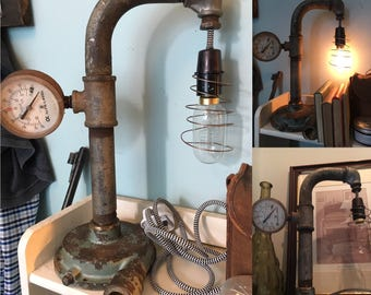 Up-cycled in-line vacuum pressure gauge accent lamp