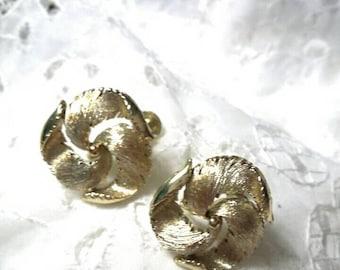 Lisner gold screw back vintage earrings