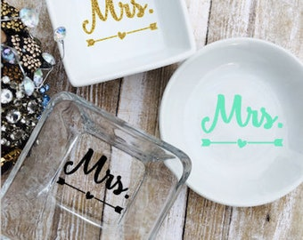 Personalized Engagement Ring Dish - Mrs Ring Dish - Custom Wedding Ring Dish - Ring Holder Dish - Bride Ring Dish - Engagement Ring Holder