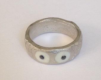 Black eyes silver ring