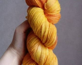 "Wool dyed Merino-Alpaca-Nylon hand ""under the Sun"""