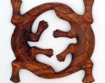 Round double love gecko wooden sculpted Hand Carved Wood Love Gecko