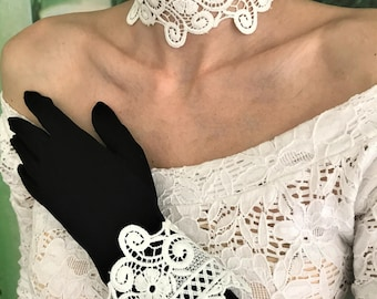 Lace collar and cuffs
