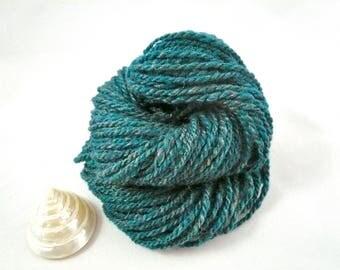 Worsted yarn, Aran yarn, spun yarn, knitting yarn, Green yarn.