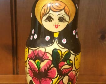 Lovely vintage 7 generation  matyoshka doll