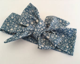 Headband/turban/loop in cotton for baby, child or adult. Blue with white flowers