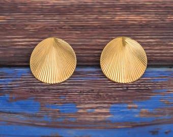 Monet Shell Earrings | Gold Tone | Nautical | 1980s Vintage
