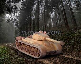 Деревянная игрушка танк. Wooden toy tank