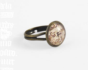 "Ring ""Role"" - glass wheel and medieval manuscript"