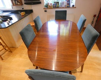 Lovely rosewood table and 8 chairs