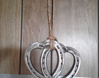 Horseshoe linked hearts