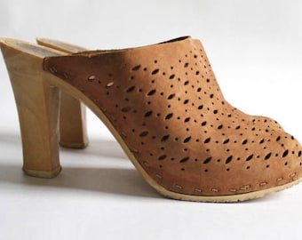 Cut out 70s leather clogs
