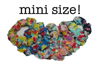 Mini floral scrunchies // set of 6 small flower scrunchies - 80s 90s style