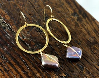 Gold Brass Hoop and Grey Pearl Earrings / Hammered/ Cultured Freshwater Pearl / Beach Jewelry /Summer