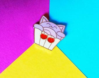 Lila Glück Kuchen Katze Emaille Anstecknadel mit Glitzer-Kirschen