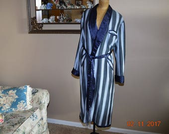 1940's Men's Satin Robe, The dressing gown is in Fair to Worn Condition,fun for Costume or Party sz.40 Chest