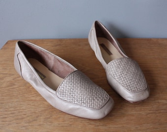 vintage taupe flats 8N / soft basketweave leather shoes / ballerina flats