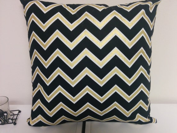 on sale black gold chevron table runner or napkins pillow. Black Bedroom Furniture Sets. Home Design Ideas