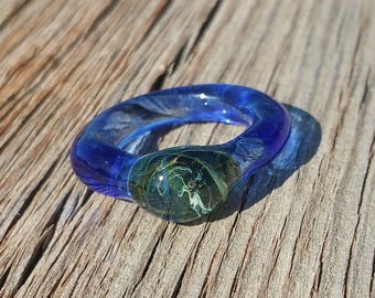Glass Ring with Cobalt Blue and Exotic Green Color Size 7 Hand Sculpted