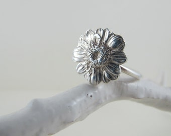 Daisy Ring, Sterling Silver, Nature Inspired Ring, Simple Modern Ring, Handmade Silver Ring, Organic Ring
