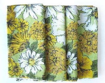 Fabric Napkins - Retro 60s Floral Print Vintage Cloth Napkins Gold and Green - Set of Four