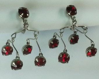 Vtg 50s red stones chandelier screw back earrings in silver tone metal