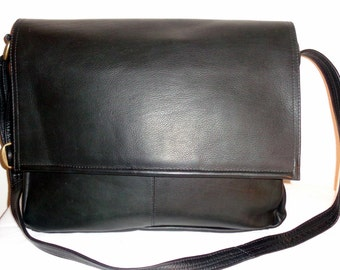 Thick soft Colombian  leather unisex briefcase messenger bag ,cross body bag vintage 90s excellent Near Mint  condition