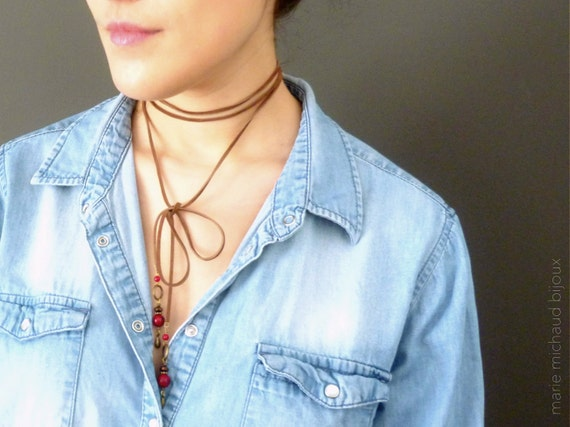 Red stone beads feathers choker necklace,Suede choker,Boho choker,Choker with beads,Red beads choker,Long suede choker ,Hippie choker,Boho