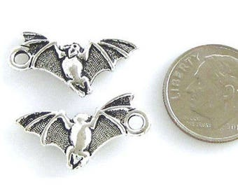 TierraCast Pewter Halloween Charms-ANTIQUE SILVER BAT (2)
