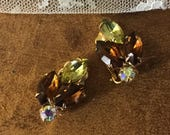 Lovely Autumn Hued Navette Rhinestone Leaf Shaped Earrings Unsigned Clip On 1940's 1950's Feminine Smaller Size Gold Tone Metal