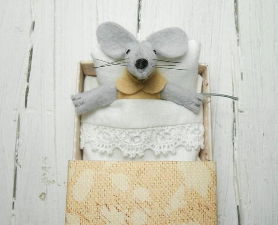 Felted miniature mouse matchbox doll felt stuffed animal mouse in a matchbox kids pre teen gift plush mouse doll in matchbox beige caramel