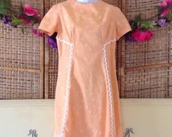 Vintage Peach Shift Dress Flocked Daisy Cotton Scalloped Detail Size 8