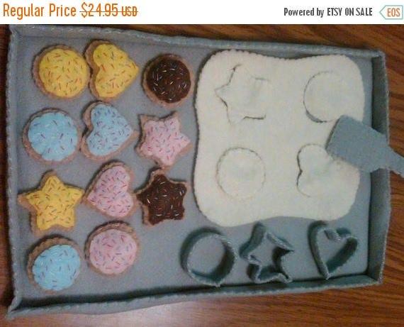 Flash Sale Felt  Food Cookie Baking Set - play food - play kitchen - feet cookies - pretend food - kid's gift - pretend play - baker - baker