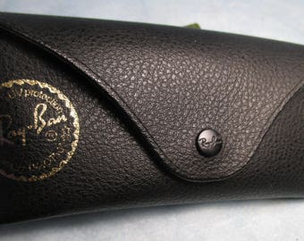 RAY BAN Sunglasses Black Large case With Its Cleaning Cloth vintage
