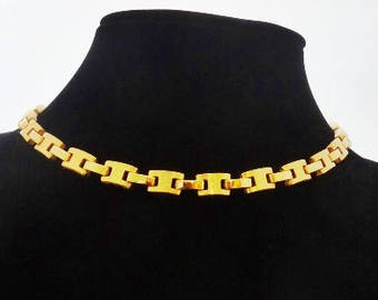 """1950s Vintage 15.5"""" gold tone necklace  in great condition"""