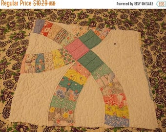 ON SALE Vintage Cutter Quilt Piece~Large Wedding Ring Quilt Pattern~DIY Crafting