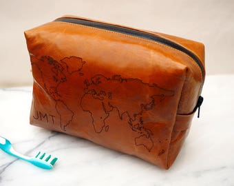 Leather washbag with world map, dopp bag, leather dopp bag, personalized wash bag, travel bag, toiletries bag, sponge bag, family gift,