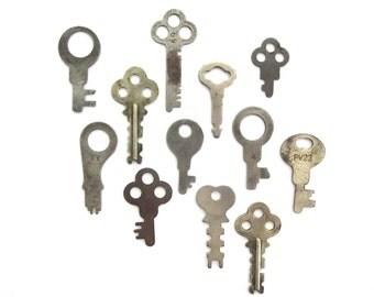 12 Old odd keys Vintage keys Antique keys Vintage key group Variety of keys Rare keys Keys for crafting Flat keys Small keys #7