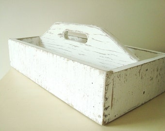 Rustic white pallet tote, reclaimed wood tote, garden trug, white distressed finish, mason jar holder, craft caddy, shabby cottage chic