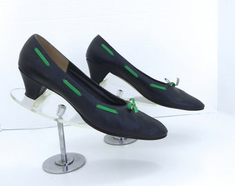 Vintage 1960s Navy Leather Pumps 10 / Mod 60s Navy Blue Heels with Green Laces 42