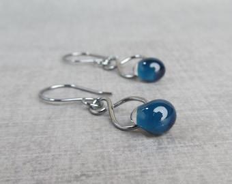 Dark Blue Infinity Dangle Earrings, Navy Blue Earrings, Dark Silver Earrings Blue, Blue Glass Lampwork Earrings, Oxidized Sterling Silver