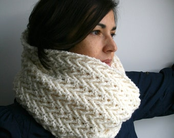 Arrow cowl in off white, fall chunky scarf READY TO SHIP