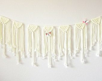 Ivory / Wedding Garland / Macramé Bunting / Bohemian Wedding / Macramé Wall Hanging / Macramé Garland / Boho Wedding Decor / Vintage Wedding
